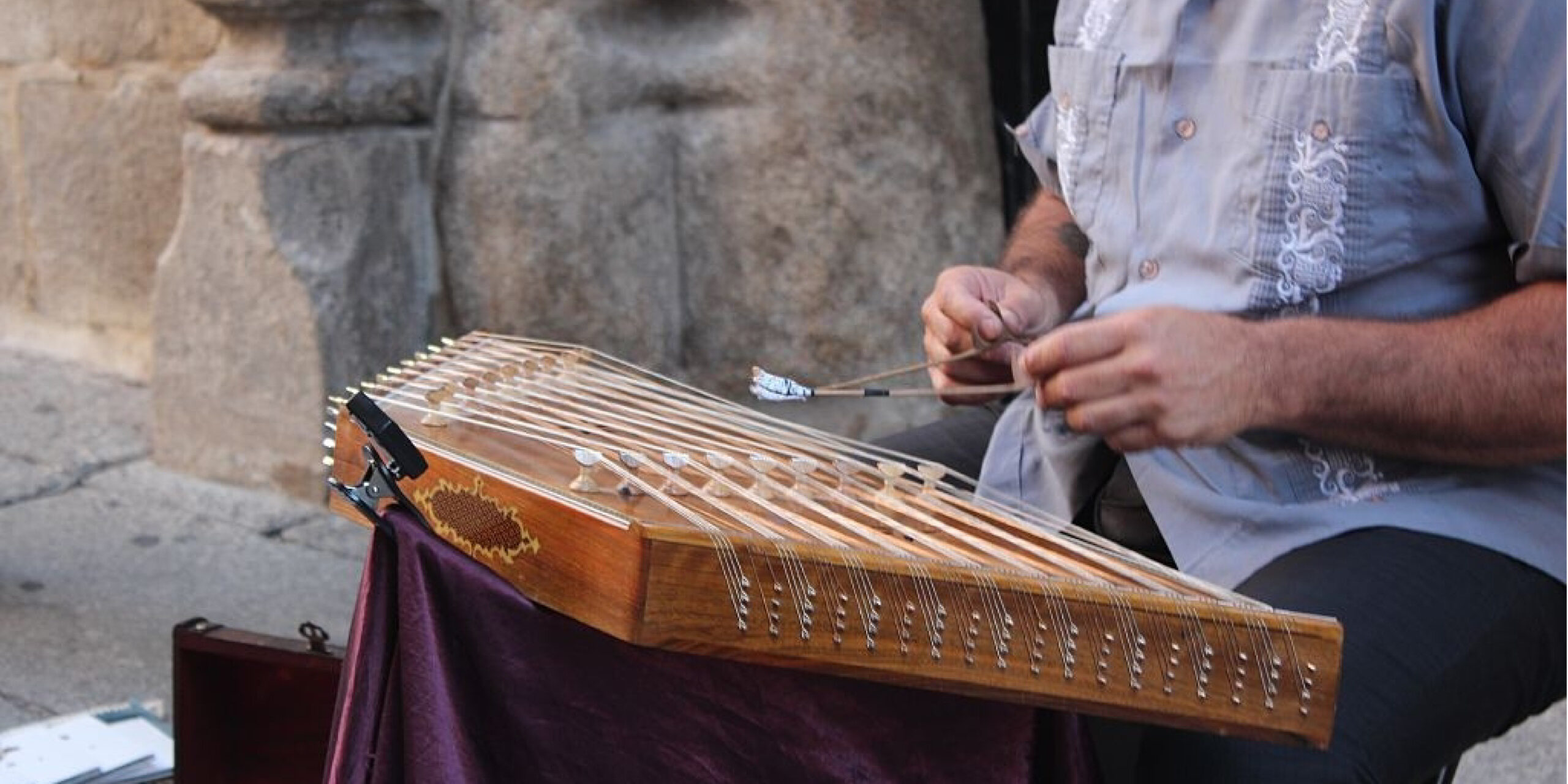 how to tune a hammered dulcimer?